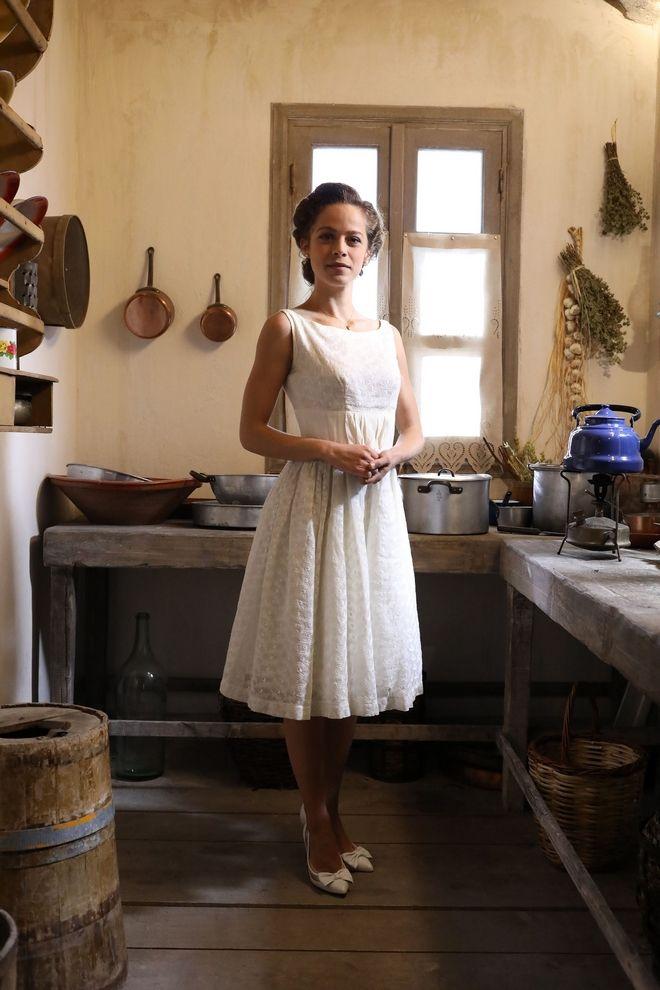 Η Ασημίνα ντυμένη νυφούλα για τον γάμο της στις