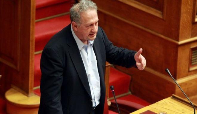 Σκανδαλίδης: Το ΠΑΣΟΚ πέθανε. Πλέον δανείζει στελέχη στα υπόλοιπα κόμματα