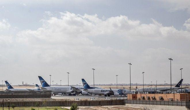 Σταθμευμένα αεροσκάφη στο Διεθνές Αεροδρόμιο του Καΐρου λόγω κορονοϊού
