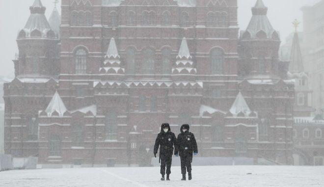 Αστυνομικοί στην κόκκινη πλατεία της Ρωσίας