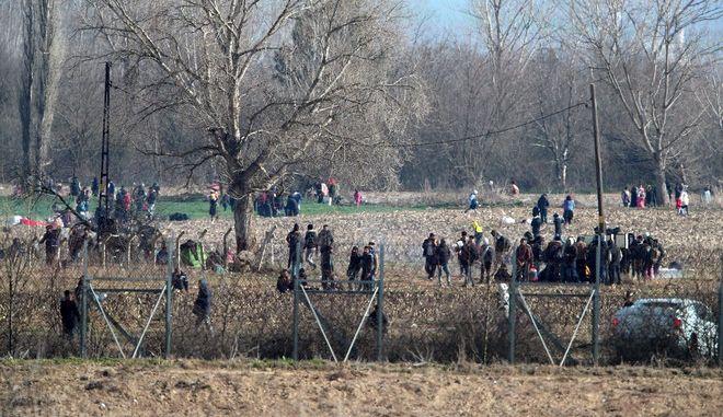 Ο κορονοϊός αποκλιμακώνει –έστω και προσωρινά- την ένταση στα σύνορα και το προσφυγικό;