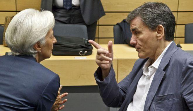 Ο υπουργός Οικονομικών Ευ. Τσακαλώτος συζητά με την επικεφαλής του ΔΝΤ Κριστίν Λαγκάρντ