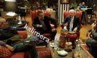 Ο πρώην πρωθυπουργός Κώστας Καραμανλής και ο πρόεδρος της ΝΔ Κυριάκος Μητσοτάκης κατά την συνάντησή τους σε χωριό της Τρίπολης