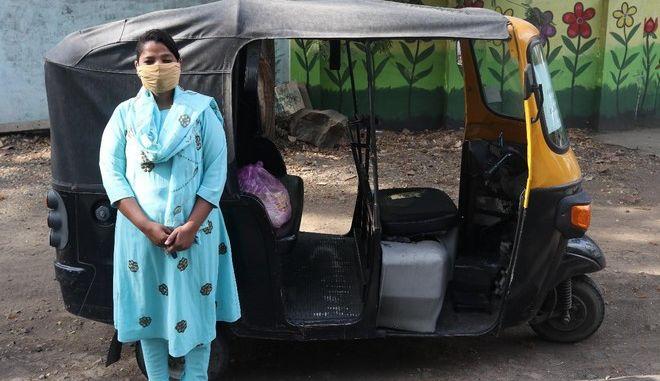 "ActionAid: Η Talat ""διανέμει"" αλληλεγγύη με ένα τρίκυκλο"