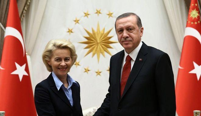 Ο Ρετζέπ Ταγίπ Ερντογάν μαζί με  την Ούρσουλα Φον Ντερ Λάιεν