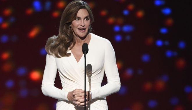 "H Caitlyn Jenner δέχεται το βραβείο ""Arthur Ashe"" για την γενναιότητά της."