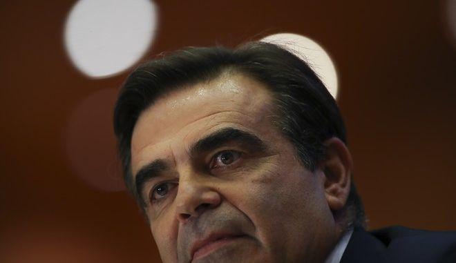 Ο Αντιπρόεδρος της Ευρωπαϊκής Επιτροπής, Μαργαρίτης Σχοινάς (AP Photo/Francisco Seco)