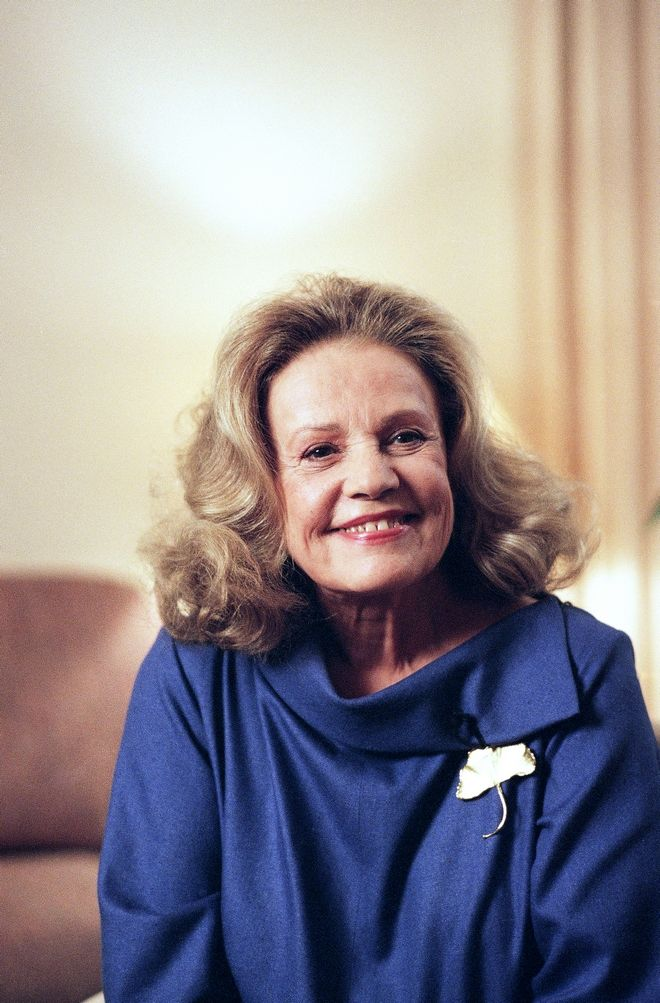 French actress Jeanne Moreau attends ceremony at Beverly Hills, Calif. on Dec. 22, 1993  where she announced the nominations for the 1994 Hollywood Foreign Press Association's Golden Globe Awards.  (AP Photo/Michael Tweed)