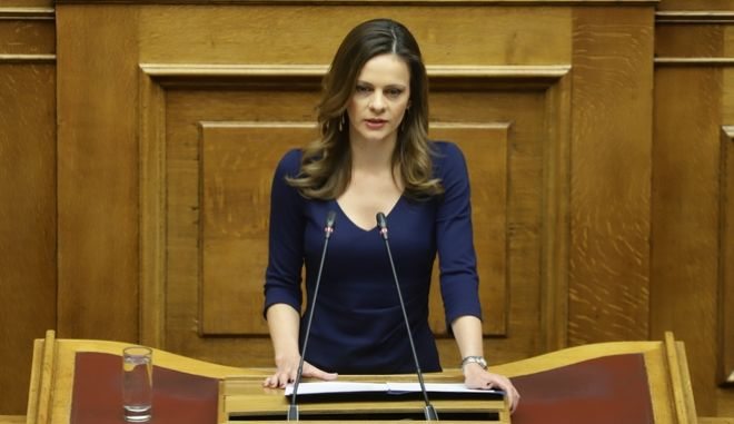 H υπουργός Εργασίας, Έφη Αχτσιόγλου κατά την συζήτηση για την ψήφο εμπιστοσύνης