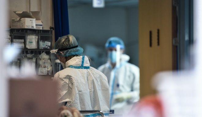 """Στιγμιότυπο από το νοσοκομείο """"Ευαγγελισμός"""""""