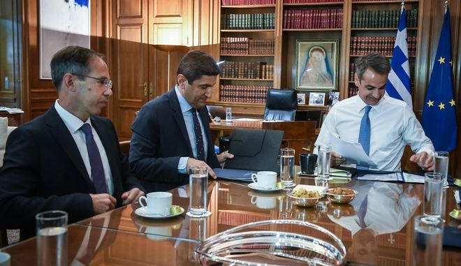 Σύσκεψη του πρωθυπουργού Κυριάκου Μητσοτάκη με την ηγεσία του Υπουργείου Αθλητισμού.