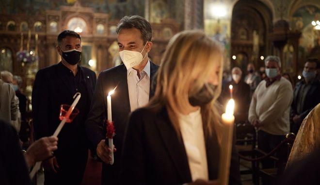 Ο Πρωθυπουργός Κυριάκος Μητσοτάκης συνοδευόμενος από την οικογένειά του παραβρίσκεται  στην τελετή Αναστάσεως στον Ι.Ν. Αγίου Διονυσίου Αρεοπαγίτη. Αθήνα, 01 Μαρτίου 2021. (EUROKINISSI/ΓΡΑΦΕΙΟ ΤΥΠΟΥ ΠΡΩΘΥΠΟΥΡΓΟΥ/ΔΗΜΗΤΡΗΣ ΠΑΠΑΜΗΤΣΟΣ)