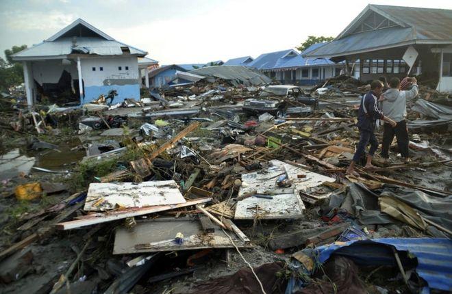 Εκατοντάδες θύματα και ανυπολόγιστες ζημιές άφησε πίσω του ο σεισμός και το τσουνάμι που έπληξε την Ινδονησία