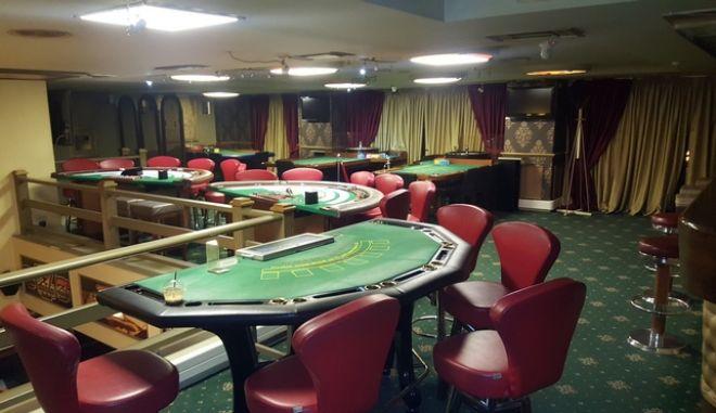 'Συνωστισμός' σε μίνι καζίνο στην περιοχή του Πειραιά