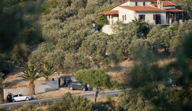 ΒΟΛΟΣ- επιχείρηση της αντιτρομοκρατικής υπηρεσίας και της ΕΚΑΜ στην Αγχίαλο Βόλου, για τη σύλληψη τριών καταζητούμενων κακοποιών.(EUROKINISSI-ΓΙΑΝΝΗΣ ΓΕΩΡΓΙΑΔΗΣ)