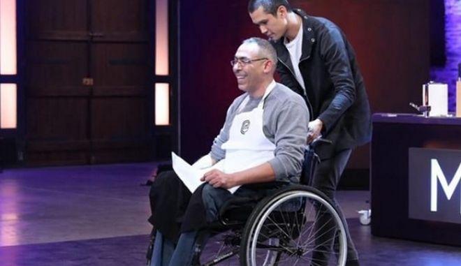 MasterChef 3: Διαγωνίστηκε σε αναπηρικό αμαξίδιο και αγκαλιάστηκε απ' τους κριτές