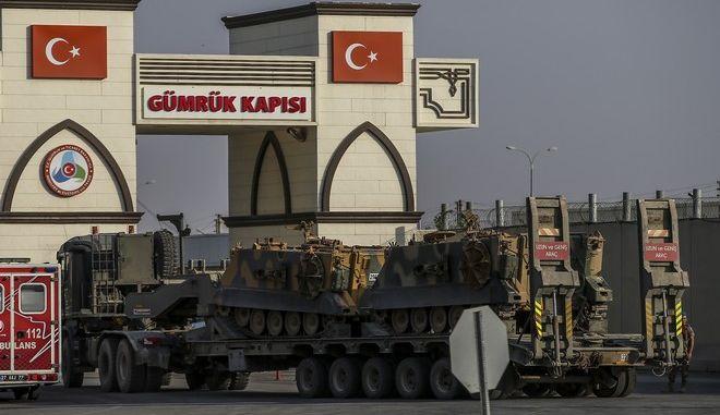 Τουρκικές δυνάμεις του στρατού στην πόλη Καρκαμίς στα σύνορα με την Συρία