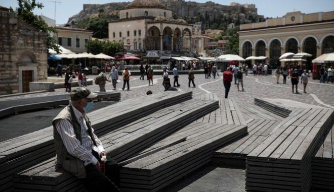 Πολίτες στο Μοναστηράκι, εν μέσω πανδημίας