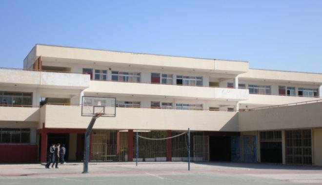 Άγνωστος απείλησε με μαχαίρι καθηγητές και μαθητές στο 4ο Γυμνάσιο Αιγάλεω