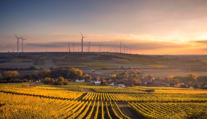 Μετάβαση από το λιγνίτη στις ΑΠΕ, οι νέες επενδύσεις των εγχώριων ομίλων στο πλαίσιο του Green Deal