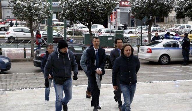 Δύο από τους οκτώ Τούρκους αξιωματικούς που έχουν ζητήσει άσυλο στην Ελλάδα οδηγούνται στα Ποινικά Τμήματα του Αρείου Πάγου όπου συζητούνται οι αιτήσεις αναίρεσης, την Τρίτη 10 Ιανουαρίου 2017. (EUROKINISSI/ΣΤΕΛΙΟΣ ΜΙΣΙΝΑΣ)
