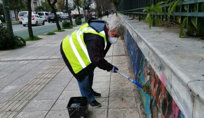 Πεδίον Άρεως: Καθαρίστηκαν από γκράφιτι 400 μέτρα της περίφραξης