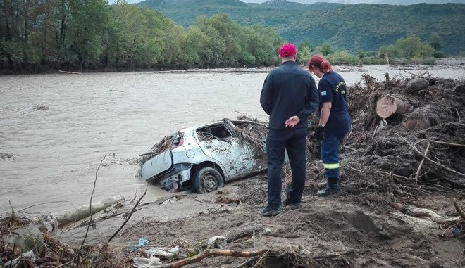 Εικόνες βιβλικής καταστροφής στην Καρδίτσα