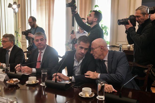 Ο Κώστας Μπακογιάννης στη συνάντηση του πρωθυπουργού Κυρ. Μητσοτάκη με το Διοικητικό Συμβούλιο της ΚΕΔΕ