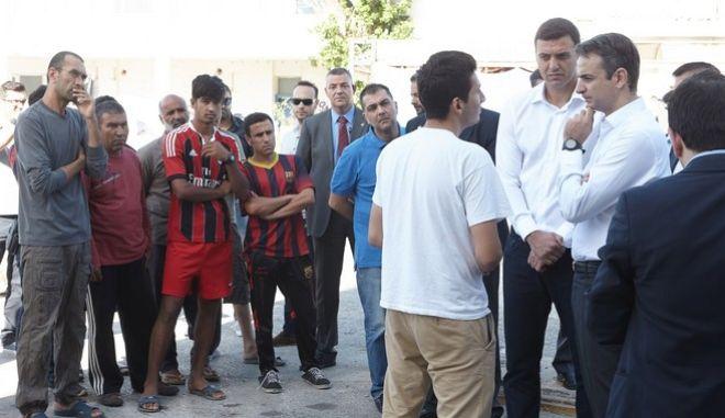 Ο  Πρόεδρος της Νέας Δημοκρατίας Κυριάκος Μητσοτάκης επισκέφθηκε την Τετάρτη, 1 Ιουνίου 2016, συνοδευόμενος από το Συντονιστή Μεταναστευτικής Πολιτικής του Κόμματος, βουλευτή Α' Αθηνών, Βασίλη Κικίλια, το χώρο του παλαιού αεροδρομίου στο Ελληνικό, όπου φιλοξενούνται πρόσφυγες και μετανάστες. Κατά τη διάρκεια της επίσκεψής του, συναντήθηκε με τους Δημάρχους Αλίμου Ανδρέα Κονδύλη, Γλυφάδας Γιώργο Παπανικολάου, Ελληνικού β Αργυρούπολης Γιάννη Κωνσταντάτο και Παλαιού Φαλήρου Διονύση Χατζηδάκη και ενημερώθηκε για την κατάσταση που επικρατεί στον συγκεκριμένο χώρο. (EUROKINISSI/ΓΡΑΦΕΙΟ ΤΥΠΟΥ ΝΔ/ΔΗΜΗΤΡΗΣ ΠΑΠΑΜΗΤΣΟΣ)