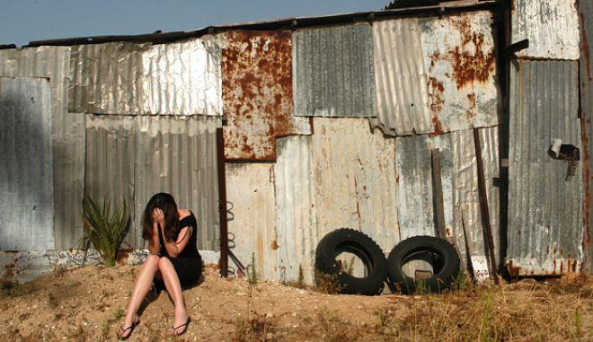 Εξοργιστική ερώτηση γυναίκας δικαστή σε θύμα βιασμού: 'Δοκίμασες να κλείσεις τα πόδια;'