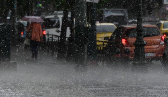 Βροχή στο κέντρο της Αθήνας.