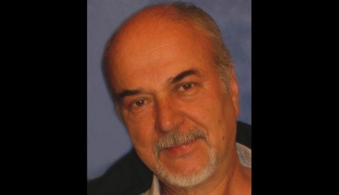 Πέθανε από ανακοπή καρδιάς ο ηθοποιός Ηλίας Πετροπουλέας