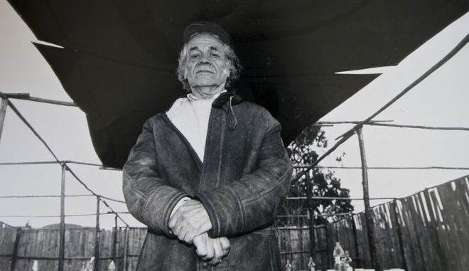 In this 2001 photo, Nicanor Parra poses for a portrait during a commemoration in honor of Chilean poet Vicente Huidobro, in Cartagena, Chile. Parra, a Chilean physicist, mathematician and self-described anti-poet whose eccentric writings won him a leading place in Latin American literature, died Tuesday, Jan. 23, 2018. He was 103.  (AP Photo/Alvaro Hoppe)