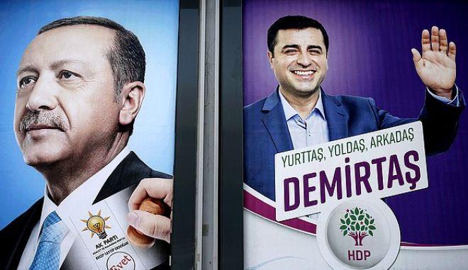 O Tαγίπ Ερντογάν και ο Σελαχαντίν Ντεμιρτάς σε προεκλογικές αφίσες