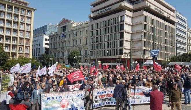 Πορεία προς το Μέγαρο Μαξίμου από συνταξιούχους - Ζητούν συνάντηση με Τσίπρα
