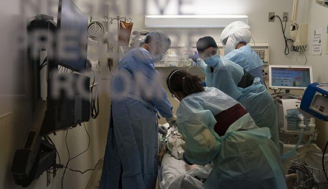 Δωμάτιο αρνητικής πίεσης σε αμερικανικό νοσοκομείο. (Φωτογραφία αρχείου)