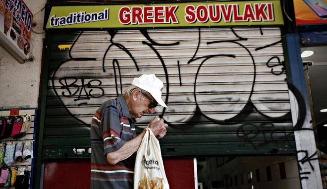 Street scene in Athens, on July 14, 2015 /    ,  14 , 2015