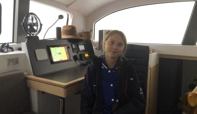 Η 16χρονη Γκρέτα στο σκάφος.