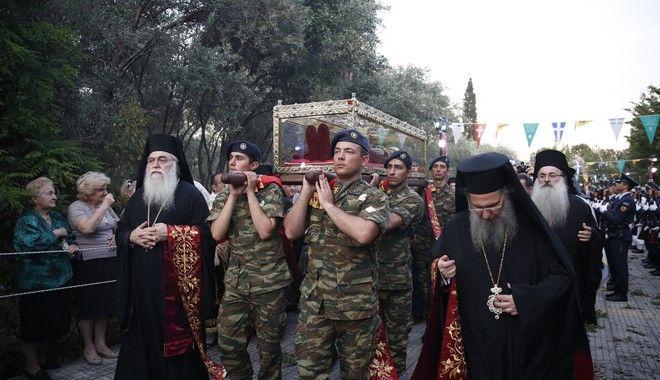 Με τιμές αρχηγού κράτους μεταφέρθηκε το Ιερό λείψανο της Αγίας Ελένης από τον Ι.Ν. του Αγίου Μάρκου στη Βενετία, στον Ι.Ν. της Αγίας Βαρβάρας στον Δήμο Αγίας Βαρβάρας. Κυριακη 14 Μάη 2017 (EUROKINISSI/ΣΤΕΛΙΟΣ ΜΙΣΙΝΑΣ)