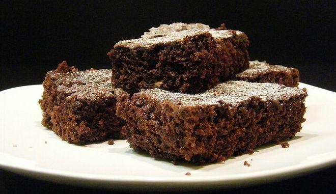 Σοκολατένια brownies χωρίς αλεύρι και ζάχαρη