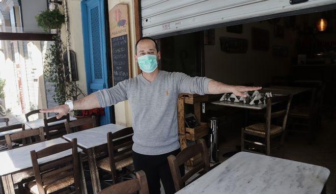 Κλειστά καταστήματα, στα πλαίσια των μέτρων για την εξάπλωση του κορονοϊού στο κέντρο της Αθήνας