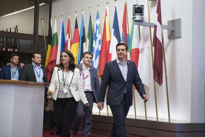 Ο πρωθυπουργός Αλέξης Τσίπρας κάνει δηλώσεις στα μΜΕ μετα το τέλος της Συνόδου Κορυφής της Ευρωζώνης την Δευτέρα 13 Ιουλίου 2015. (ΓΡΑΦΕΙΟ ΤΥΠΟΥ ΠΡΩΘΥΠΟΥΡΓΟΥ/ANDREA BONETTI/EUROKINISSI)