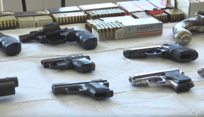 Εξαρθρώθηκε μεγάλο κύκλωμα λαθρεμπόρων και διακινητών όπλων