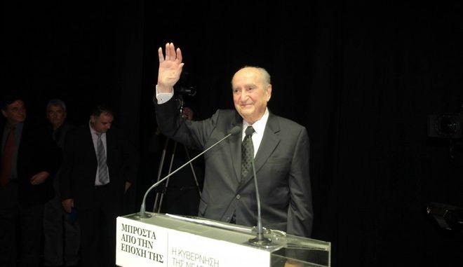 Πρόωρες εκλογές θα οδηγούσαν σε έξοδο από το ευρώ, εκτιμά ο επίτιμος