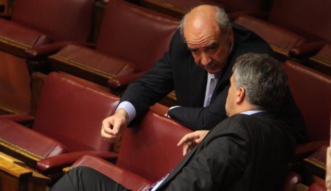 27-05-2011-ΑΘΗΝΑ-ΒΟΥΛΗ-ΕΙΔΙΚΗ ΗΜΕΡΗΣΙΑ ΔΙΑΤΑΞΗ ΤΗΣ ΟΛΟΜΕΛΕΙΑΣ ΤΗΣ ΒΟΥΛΗΣ-Συζήτηση και λήψη απόφασης, σύμφωνα με το άρθρο 44 του Κ.τ.Β. επί της προτάσεως του Προέδρου της Κοινοβουλευτικής Ομάδας του Συνασπισμού Ριζοσπαστικής Αριστεράς Αλέξη Τσίπρα, για τη σύσταση επιτροπής «για το εθνικό θέμα του  δημόσιου χρέους»// ΣΤΗ ΦΩΤΟΓΡΑΦΙΑ Ο ΒΟΥΛΕΥΤΗΣ ΒΑΓΓΕΛΗΣ ΜΕΙΜΑΡΑΚΗΣ ΝΔ ΚΑΙ  Ο ΒΟΥΛΕΥΤΗΣ ΜΑΚΗΣ ΒΟΡΙΔΗΣ ΛΑΟΣ. (EUROKINISSI-ΓΙΑΝΝΗΣ ΠΑΝΑΓΟΠΟΥΛΟΣ)