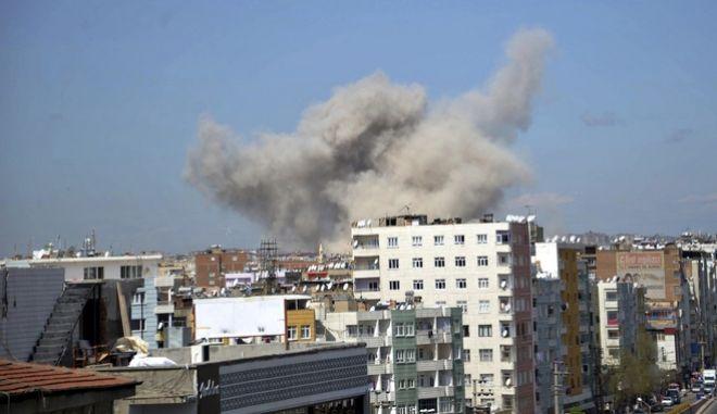 Τουρκία: Οι Κούρδοι αντάρτες του PKK ανέλαβαν την ευθύνη για την έκρηξη στο Ντιγιάρμπακιρ