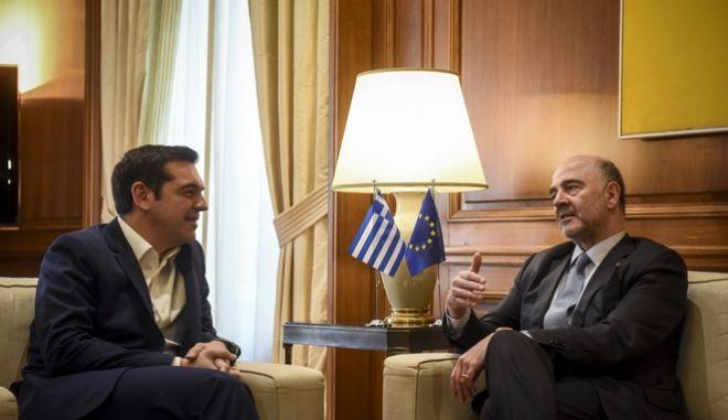 Συνάντηση του Πρωθυπουργού Αλέξη Τσίπρα με τον επίτροπο Οικονομικών Υποθέσεων της Ε.Ε. Πιέρ Μοσκοβισί. Πέμπτη 8/2/2108.  (EUROKINISSI/ΤΑΤΙΑΝΑ ΜΠΟΛΑΡΗ)