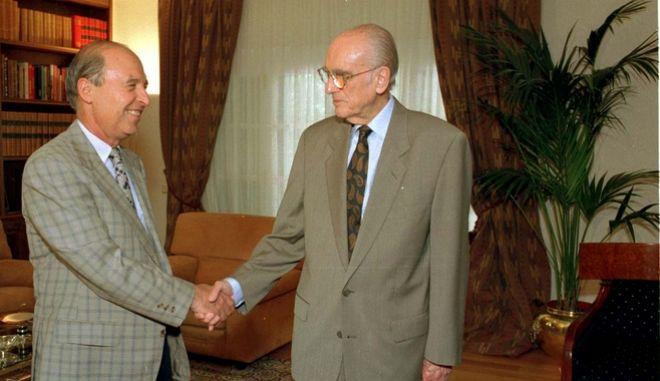 Από την συνάντηση του Α.Παπανδρέου με τον τότε Υπουργό Βιομηχανίας Ενέργειας και Τεχνολογίας Κ.Σημίτη. Ιούνιος 1995.
