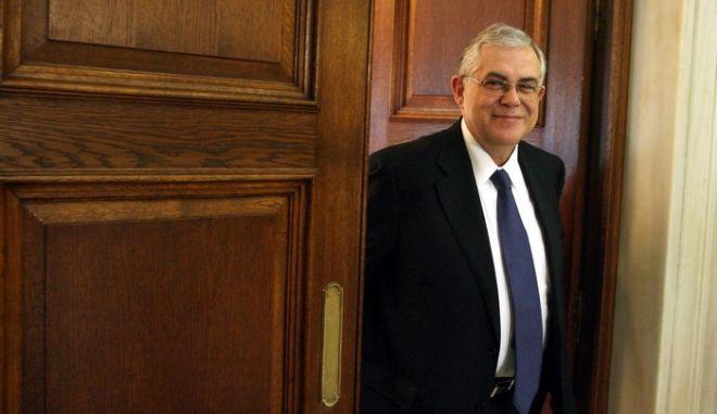 Συνάντηση του πρωθυπουργού Λουκά Παπαδήμου με τον Ευρωπαίο Επίτροπο, αρμόδιο για την Περιφερειακή Πολιτική Γιοχάνες Χαν,Τρίτη 13 Δεκεμβρίου 2011 (EUROKINISSI-ΤΑΤΙΑΝΑ ΜΠΟΛΑΡΗ)