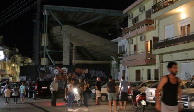 Ηράκλειο: 20χρονη έπεσε σε φωταγωγό την ώρα της συναυλίας Μαζωνάκη
